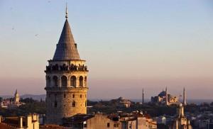 La Torre di Galata, al centro dell'omonimo quartiere genovese della città ad Istanbul