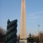 La Colonna Serpentina e l'Obelisco Egizio