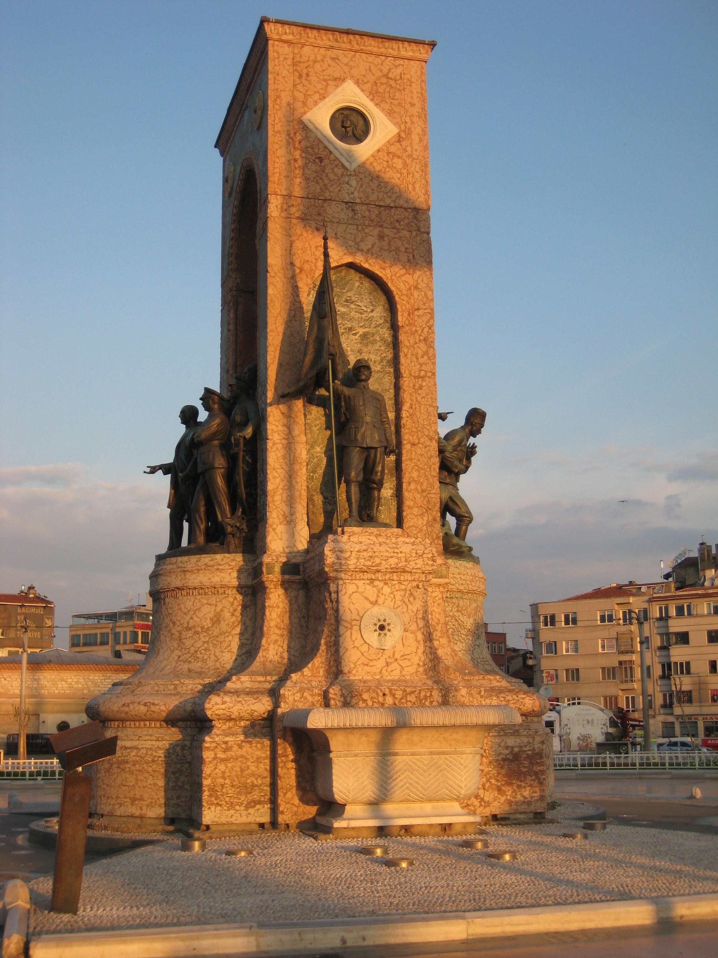Monumento Repubblica_Taksim