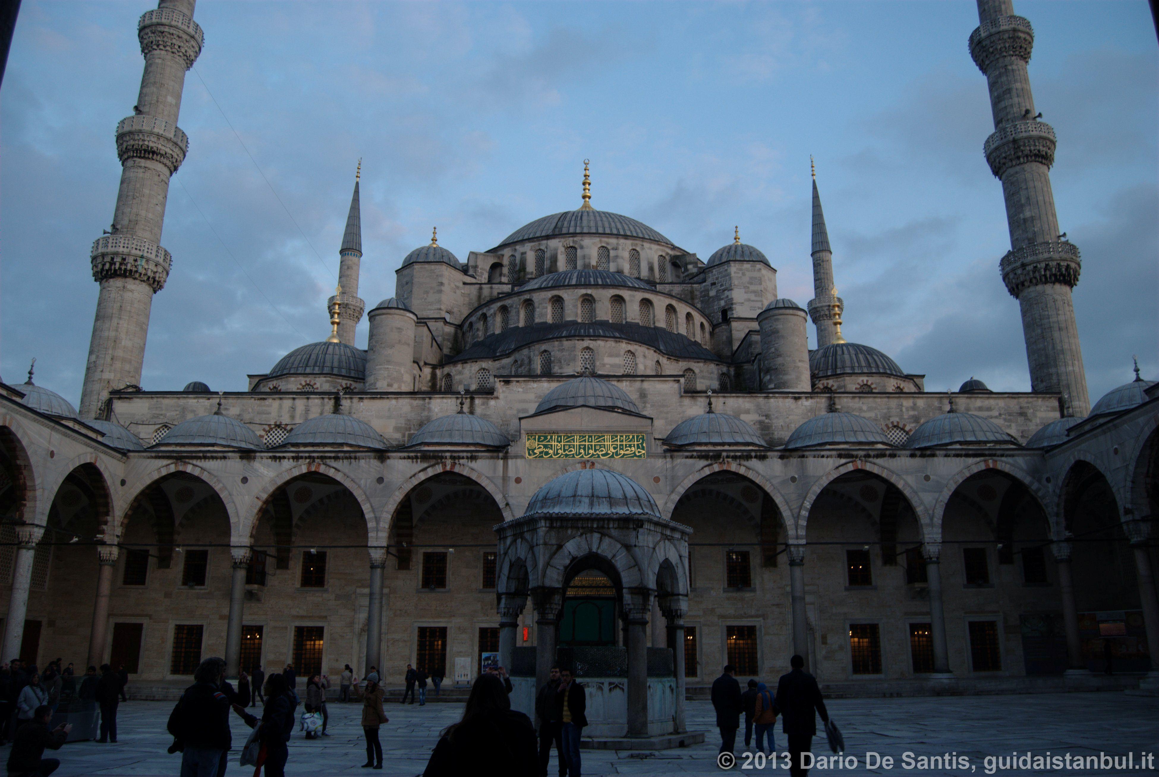 Blue_Mosque_Courtyard